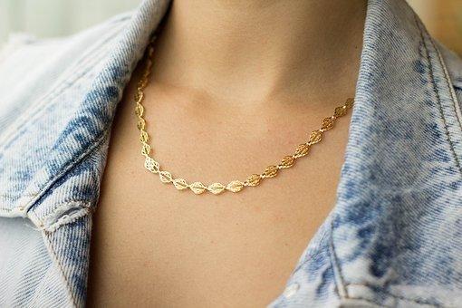 Astuces pour bien entretenir vos bijoux en or